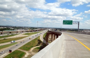 Signage along the new TEXpress Lanes along SB I-35E prior to Walnut Hill